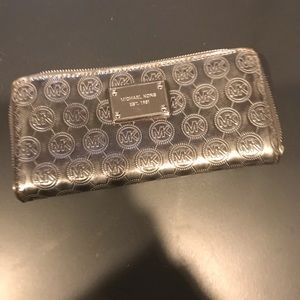 Michael Kors Silver wallet GUC